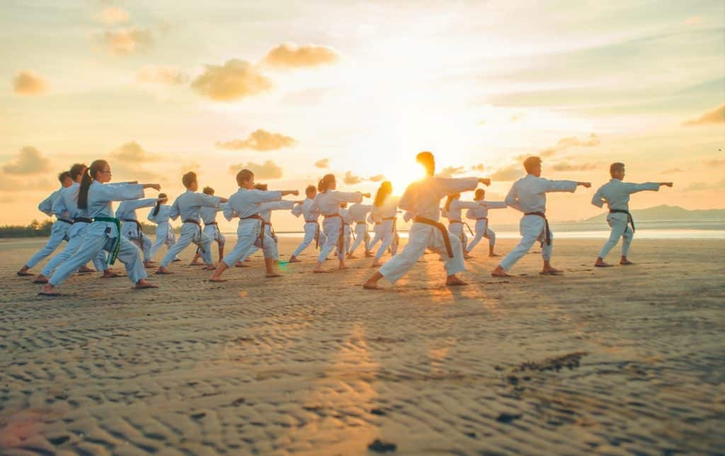 Karaté, travail du kata et distance physique