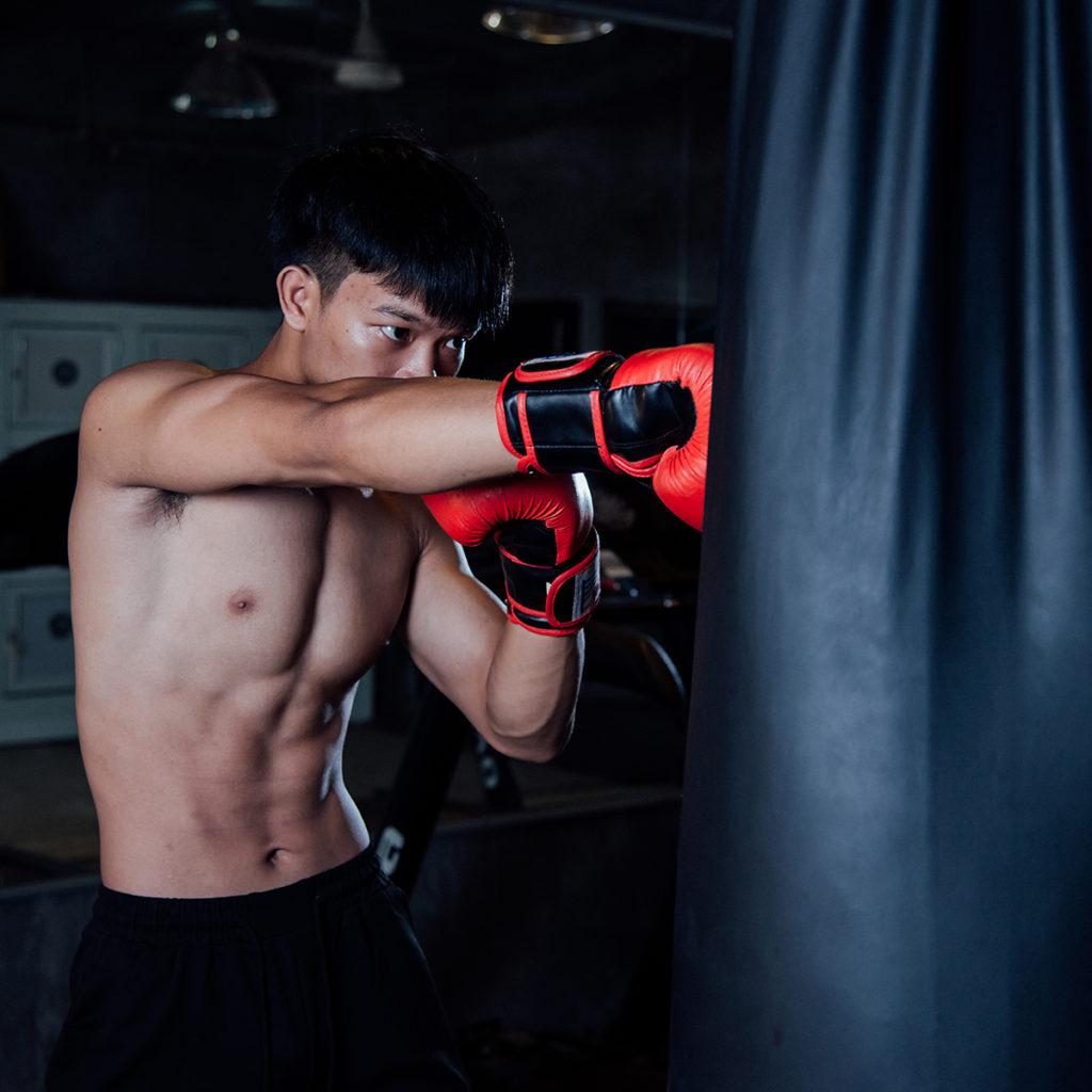 Exercices avec un sac de frappe