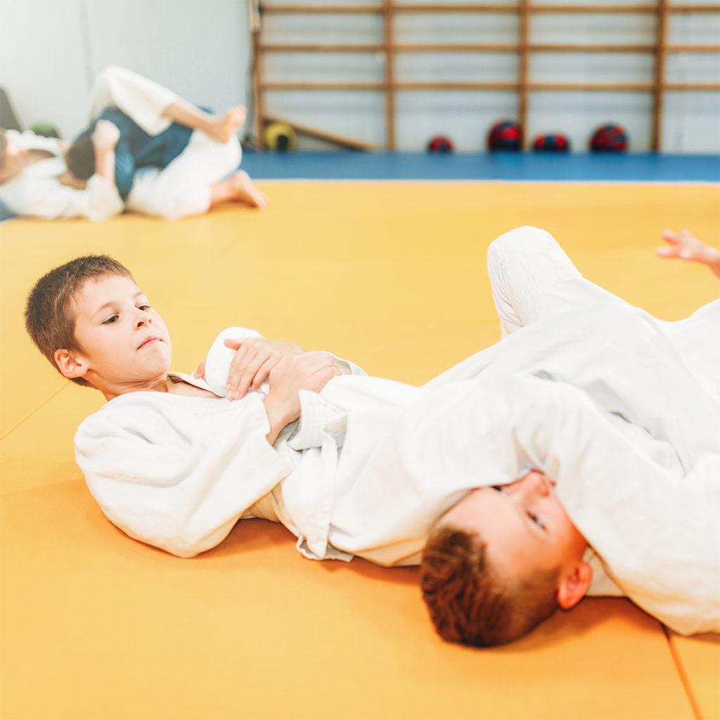 Pratique du judo par des enfants